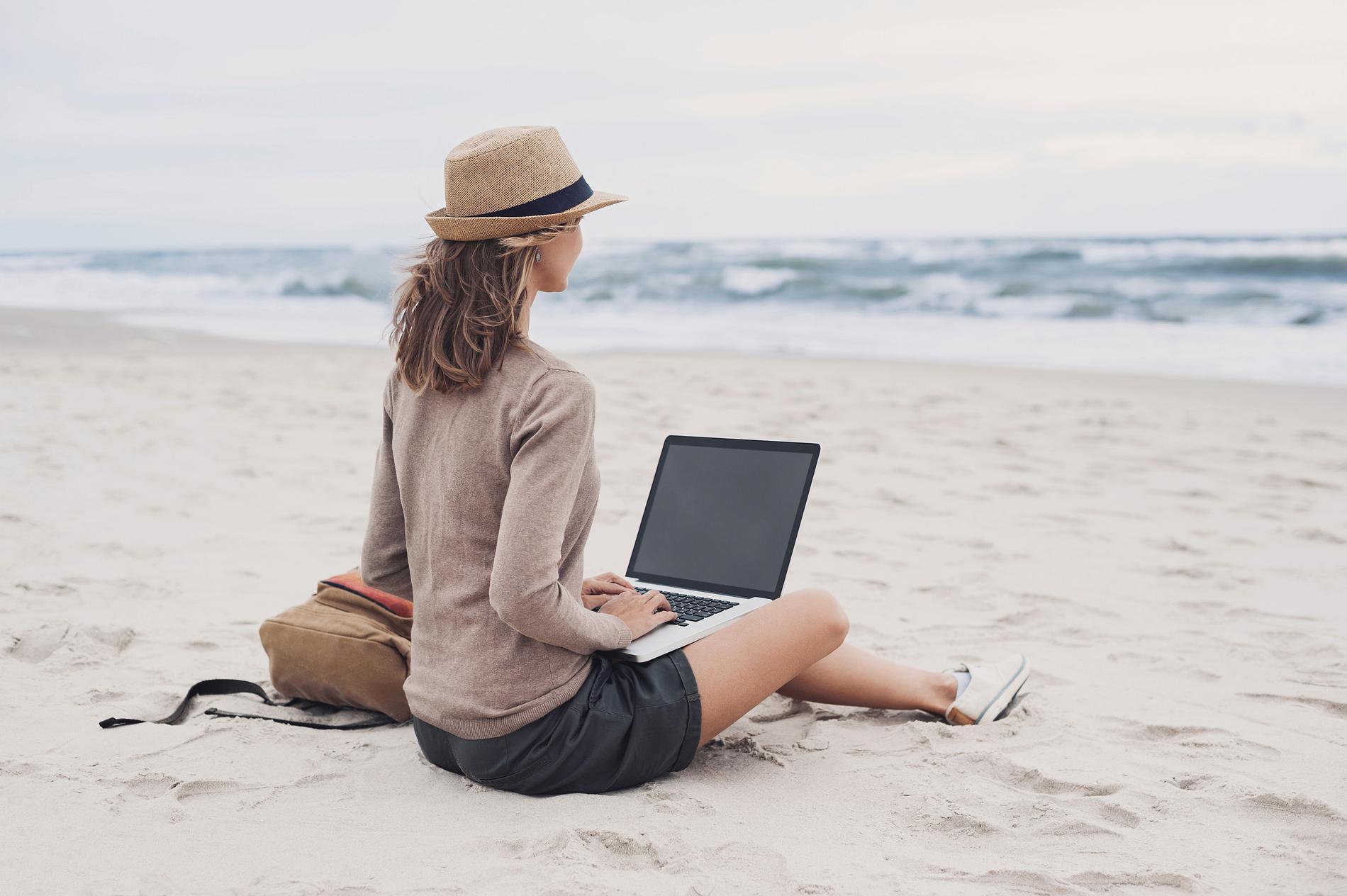 plage-réseaux-sociaux-agence-de-voyage